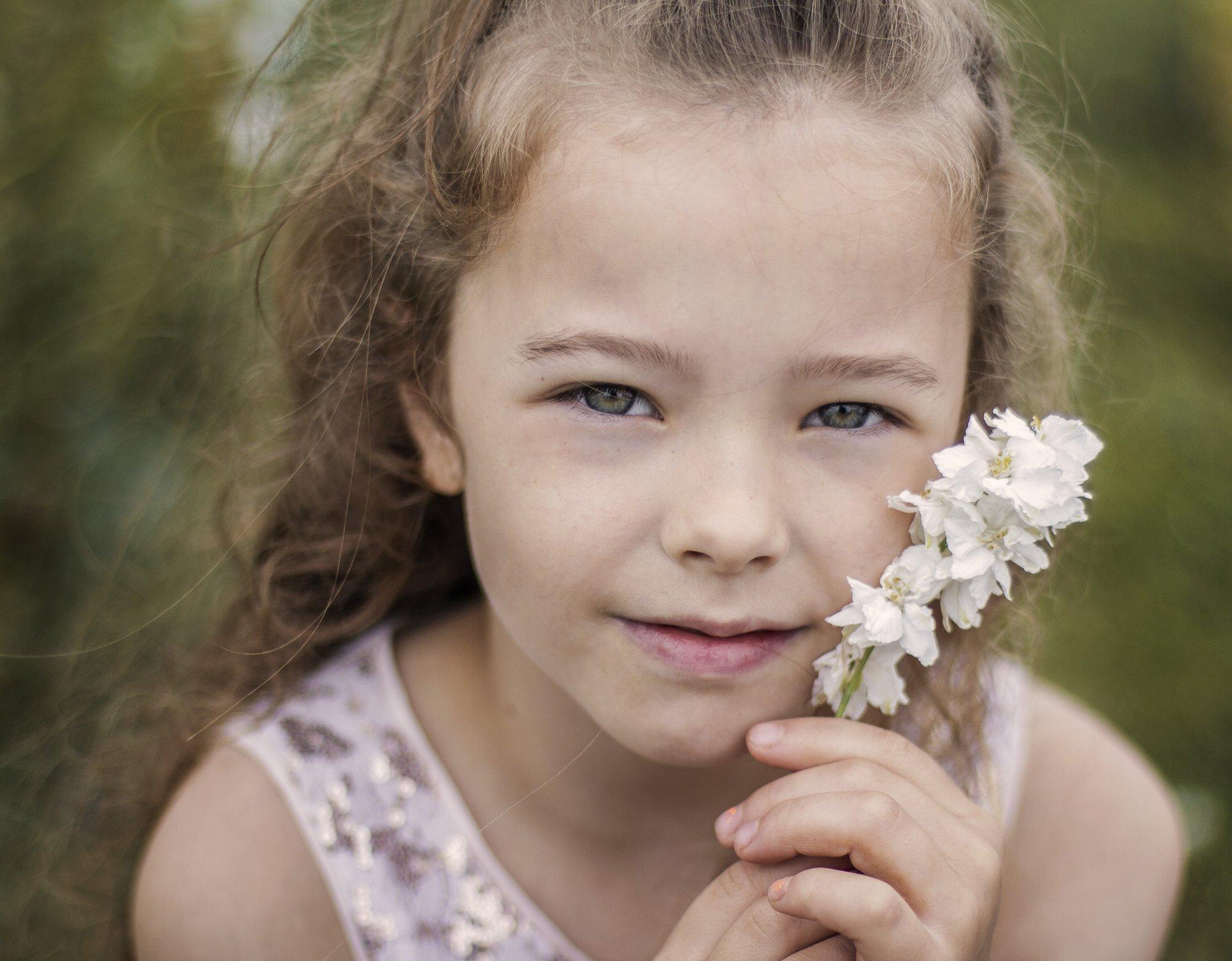Portrety dziecięce, pejzaż i pies. Szkolenia fotografii online. Wyróżnienia. 372 Kursy i 364 AFO